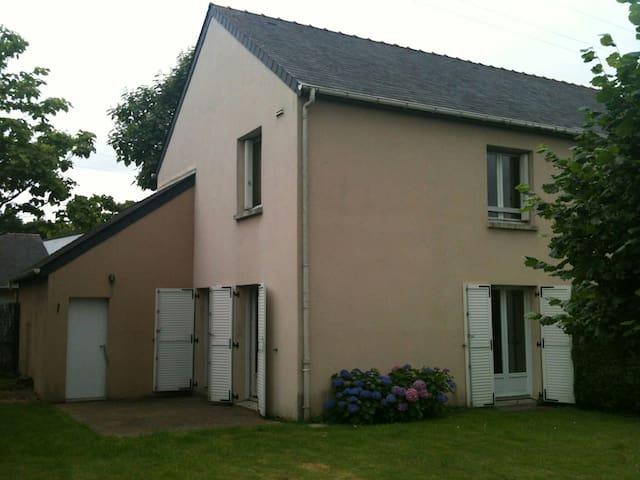 Chambre lit double beaujoire - Nantes - Hus