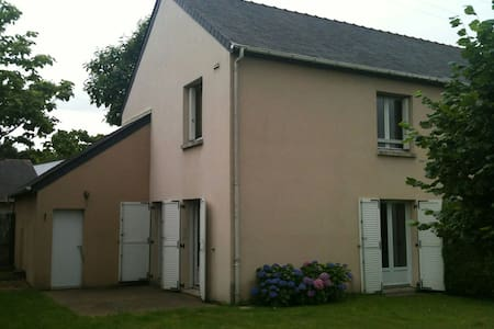 Chambre lit double beaujoire - Nantes - House