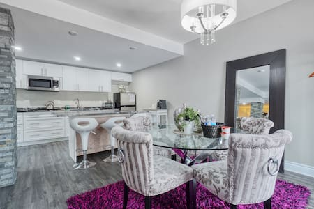 Stittsville Luxurious Apartment