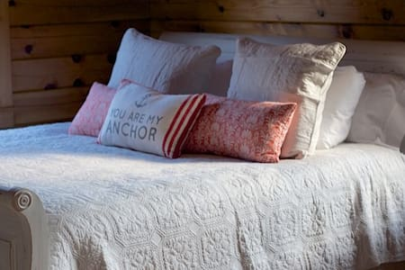 Rustic Chic Cabin Hideaway - Oxford