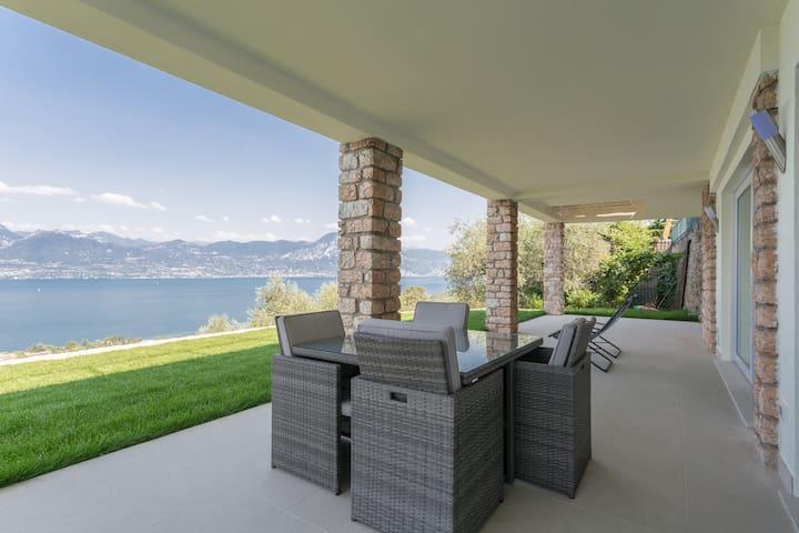 Villa Torri. Quadrupla + Bagno - Torri del Benaco