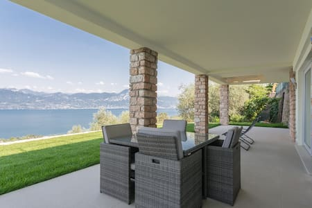 Villa Torri. Quadrupla + Bagno - Torri del Benaco - Huis