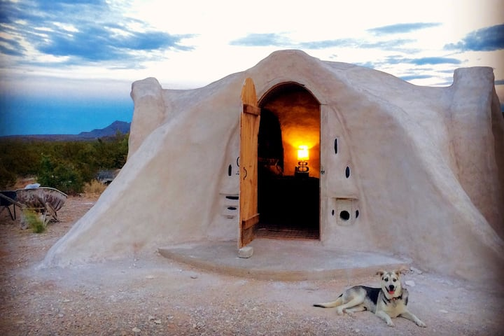 Terluna: Off-grid Adobe Dome near Big Bend