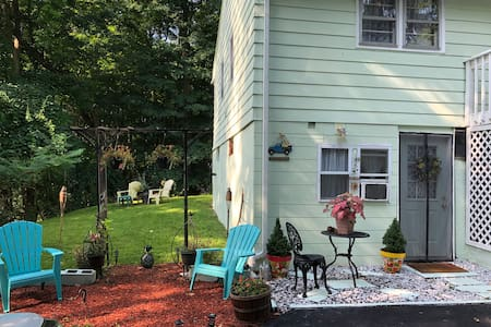 Cozy Apt. Close to West Point and Hiking Trails.