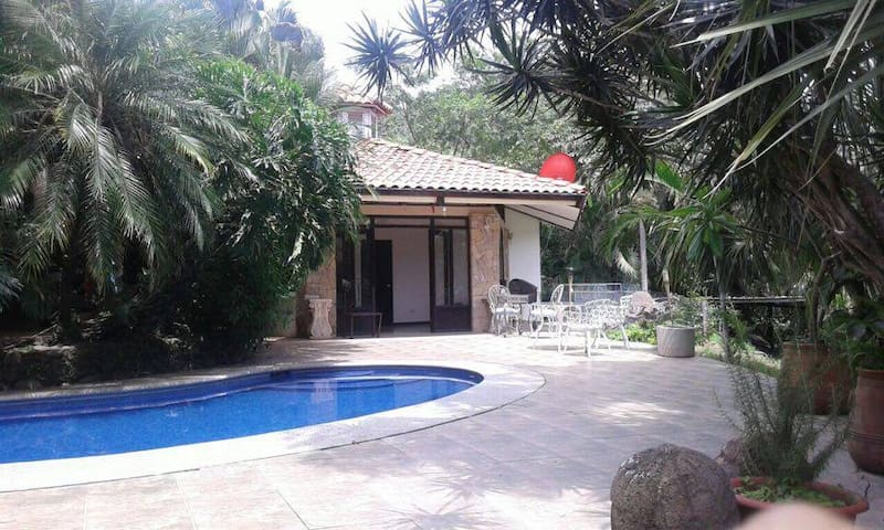 Beautiful Cottage in peaceful Santa Ana - Pozos - Casa de huéspedes