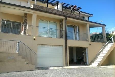 Villa bifamiliare con piscina condominiale - Badolato
