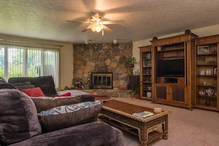 Lovely 3 Bedroom Ranch Strongsville - Strongsville