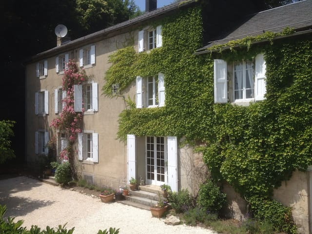 Lovely house and gardens by Tarnaise village B3