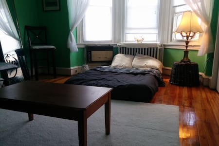 Cozy 2 bedroom by center city - Philadelphia - House