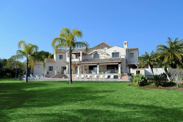 VILLA - LARGE AND LUXURIOUS - Benahavis - Villa