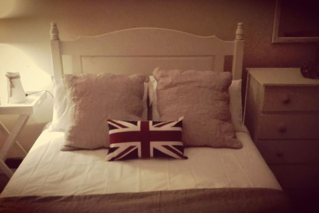 Room 1 Called the London room, named after our sister that lives in London - Double bed