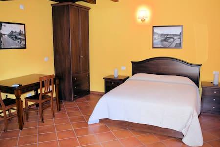 Corte Certosina Camera/Suite 3 - Trezzano sul Naviglio - Byt se službami (podobně jako v hotelu)