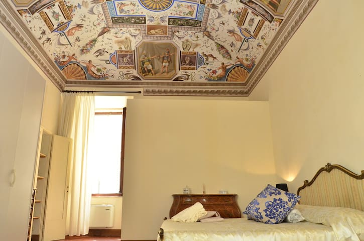 Anna double bedroom with frescos B&B Il Gianduia - Lucignano - Penzion (B&B)