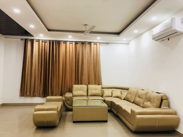 Splendid 3BHK near Saket - South Delhi