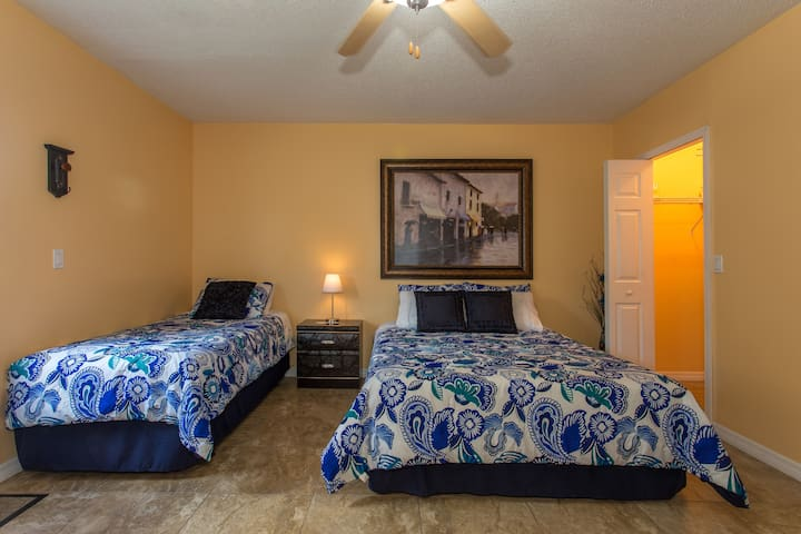 CLOSE TO WIREGRASS MALL & MORE - Wesley Chapel