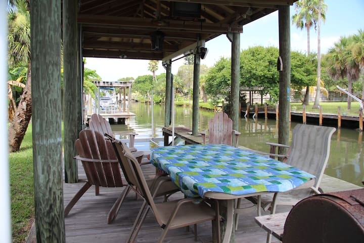 Vac Home Access to Beach & River! - Cocoa Beach - House