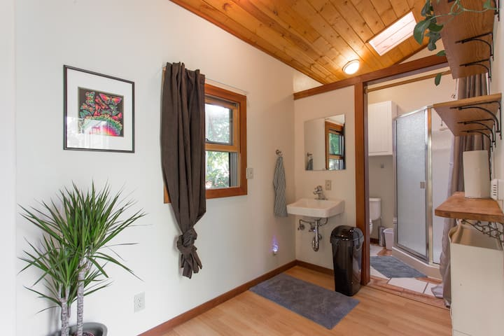 Sunny Private Downtown Studio - Santa Cruz - House