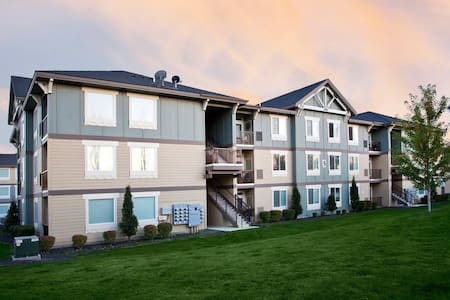 Heart of Richland Luxury 2 Bedroom Apartment