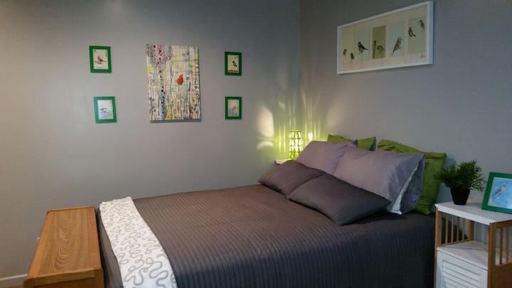 Green Studio, pvt bath, pvt entrance,  kitchen
