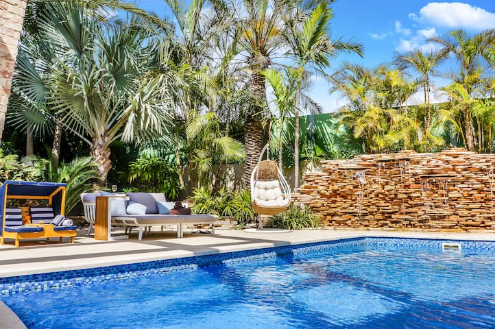 Huge Luxury Villa with Pool in Herzliya Pituach
