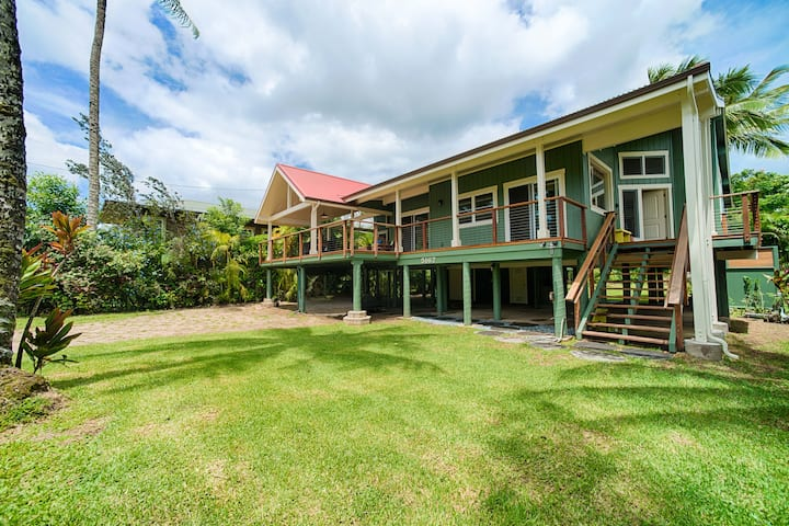 Hawaii Life Rentals presents Hanalei Beach House.  Steps from beach and town. - Hale Hoku