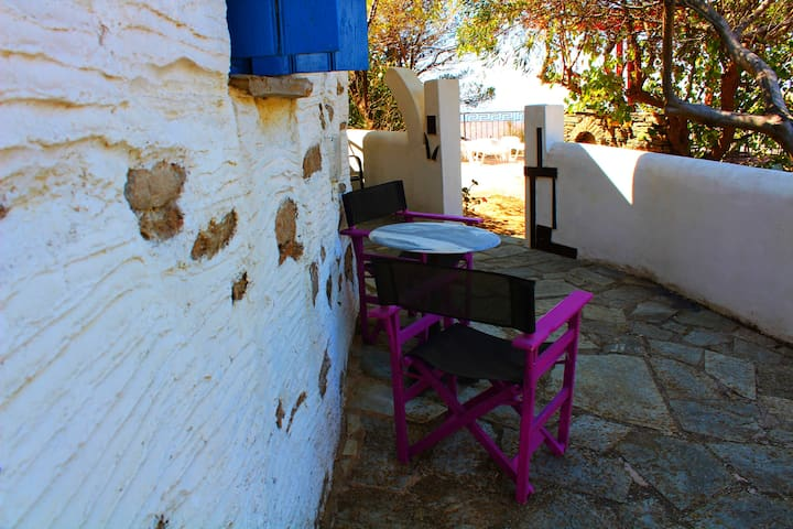 traditional old stone house andros  - Ydrousa - House