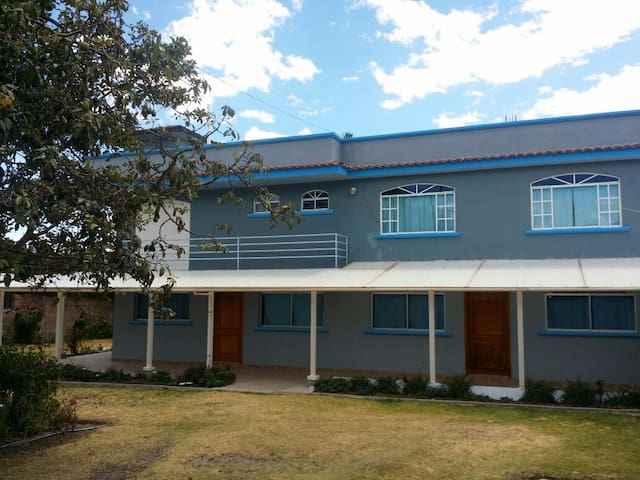 2 BR 1 Bath Apt 10 min from Airport - Quito - Byt