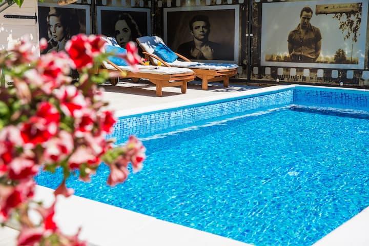 Apartments La Bohème-Audrey Hepburn &swimming pool