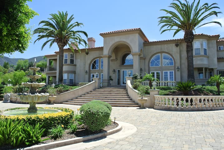 Majestic Celebrity Mansion, LA Area - Corona - Villa