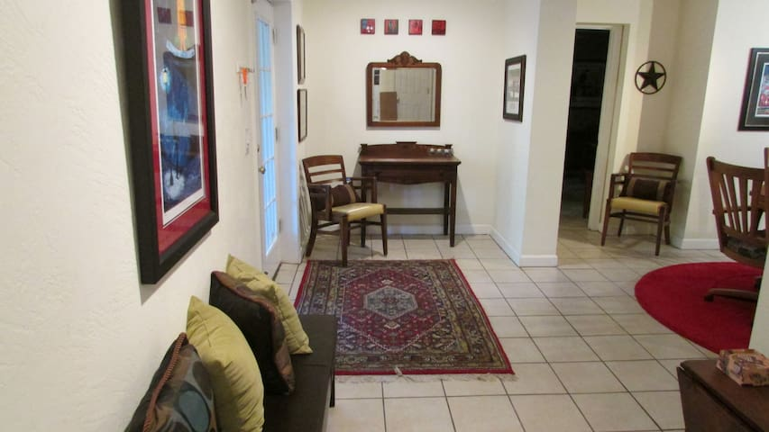 Located in The Casements... - Ormond Beach - Apartment