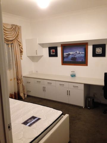 Cheap and comfy stay - West Footscray - Ev