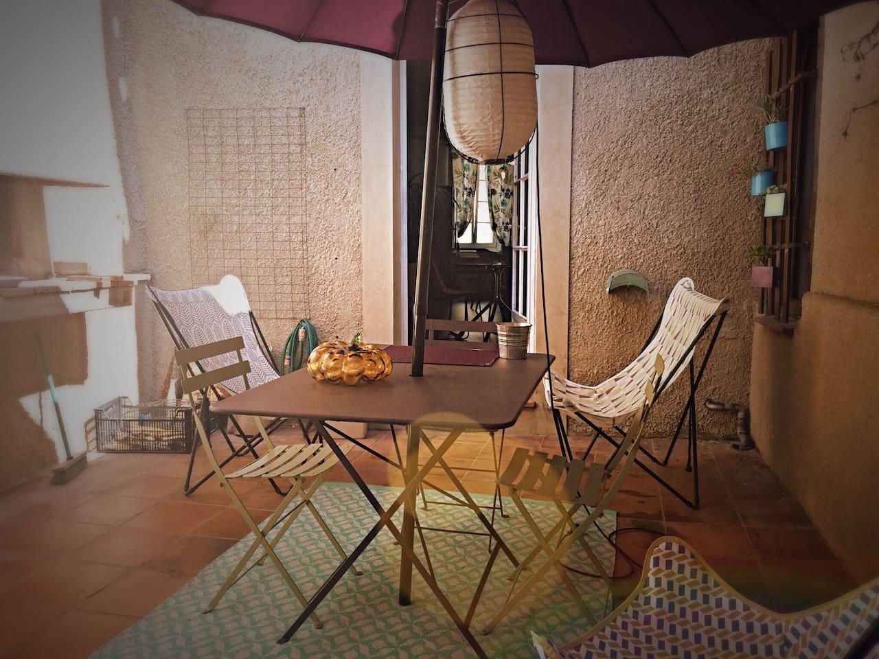 Patio intérieur vue sur le logement.