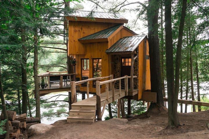 Vermont Tree Cabin on Walker Pond