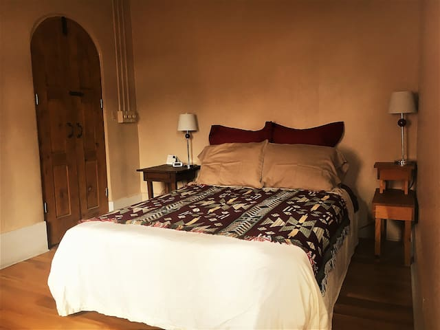 Casa Vieja Room 3 - Historic Downtown Silver City