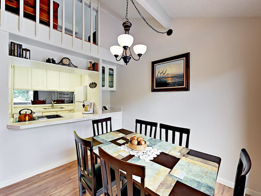 Dining for 6 right beside the kitchen.