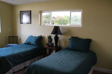 Twin Beds Near Beach/River - Cocoa Beach - Talo