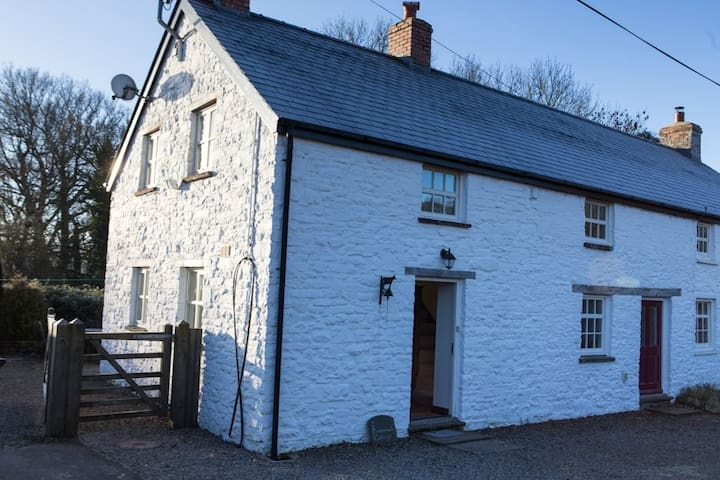 Pentrebach Cottage, Trallong, Brecon. South Wales - Trallong - House