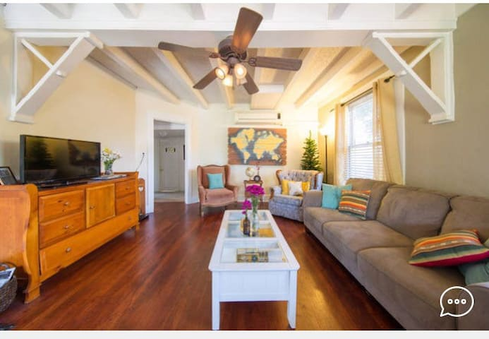Cozy w/big window /walk to fairplex - La Verne - Casa