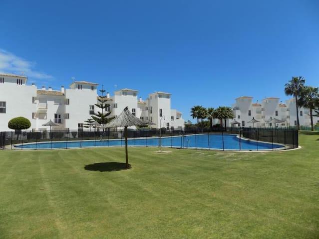 Modern, bright & close to Puerto de la Duquesa - Manilva - Apartamento