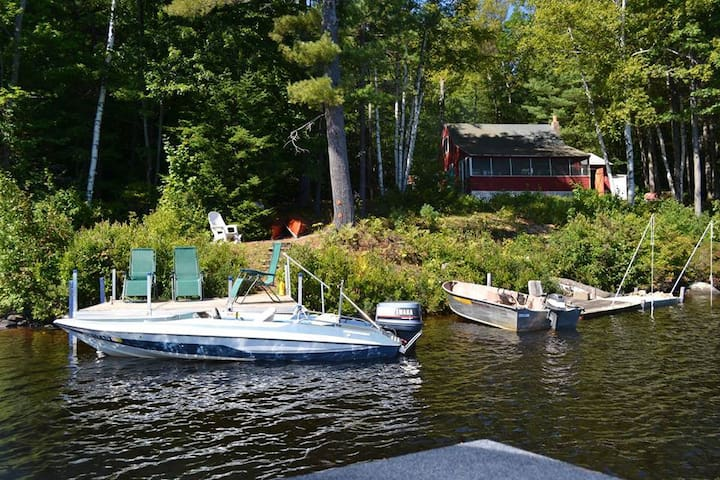Secluded Lakefront Cabin with boat! - Stoddard - Dom