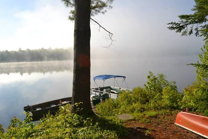 Secluded Lakefront Cabin with boat! - Stoddard - Huis
