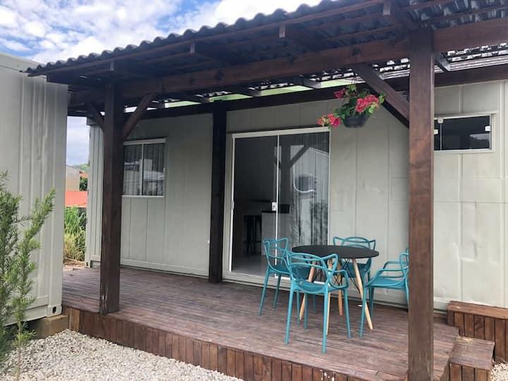 Casa Contêiner Praia dos Amores ll