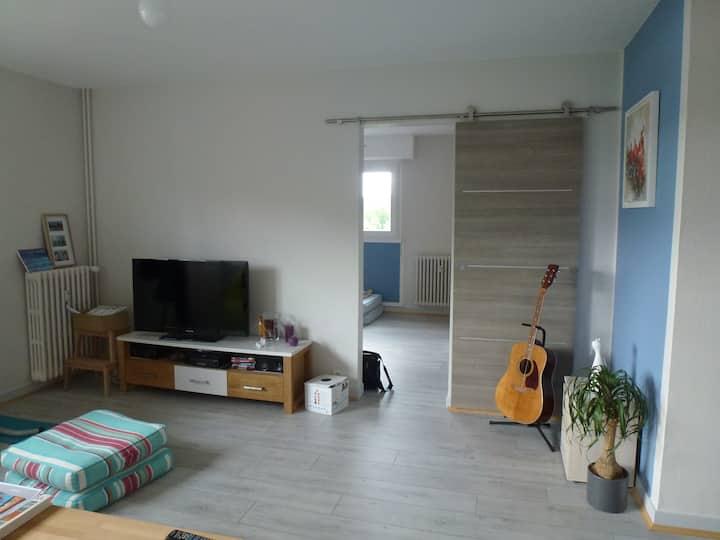 appt 70 m² au bord du canal Caen-Ouistreham.