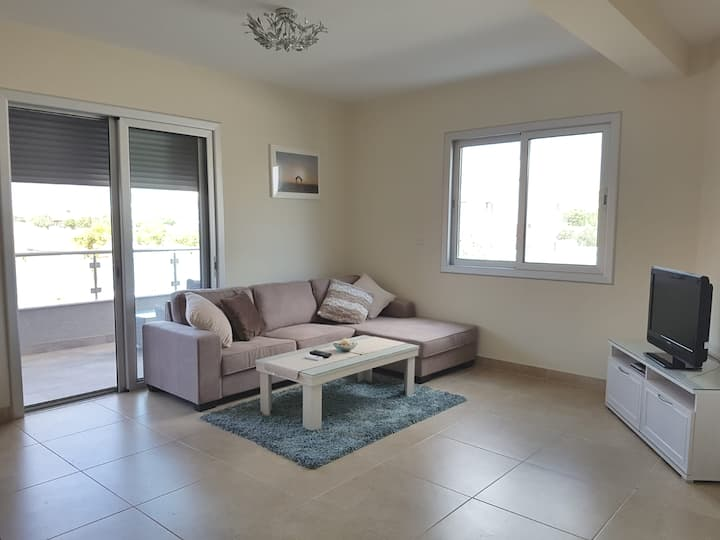 Bright & Beautiful 3 Bed Apartment