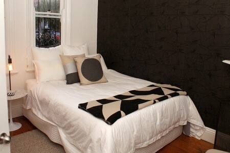 Romantic room perfect for couples! - Leichhardt - House