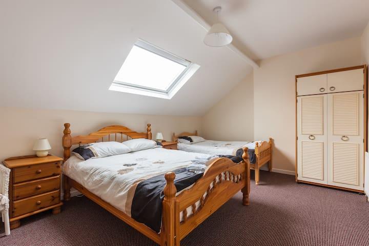 Triple room, Belfast City centre 5