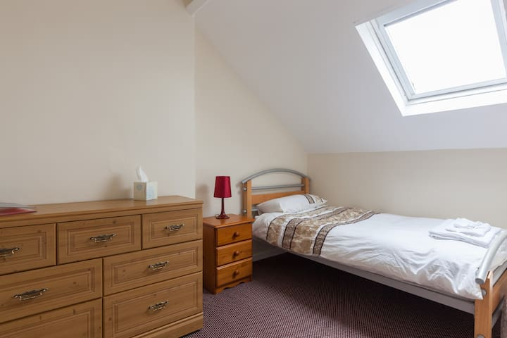 Loughgarr comfy single room 4