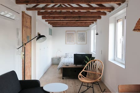 Small Loft at Calle del Pez, Malasaña. - Madrid