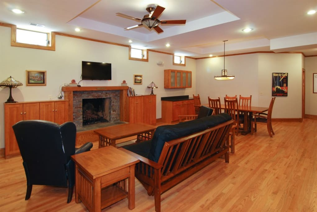 Two Bedroom Prairie Style Apartment Apartments For Rent In Oak Park Illinois United States