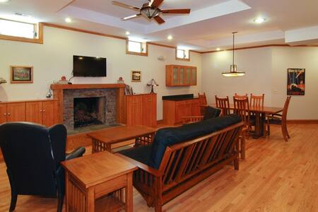 Two Bedroom Prairie Style Apartment - Oak Park